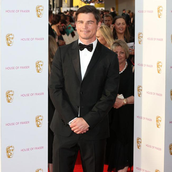 Josh Hartnett says he's 'outside of the box'